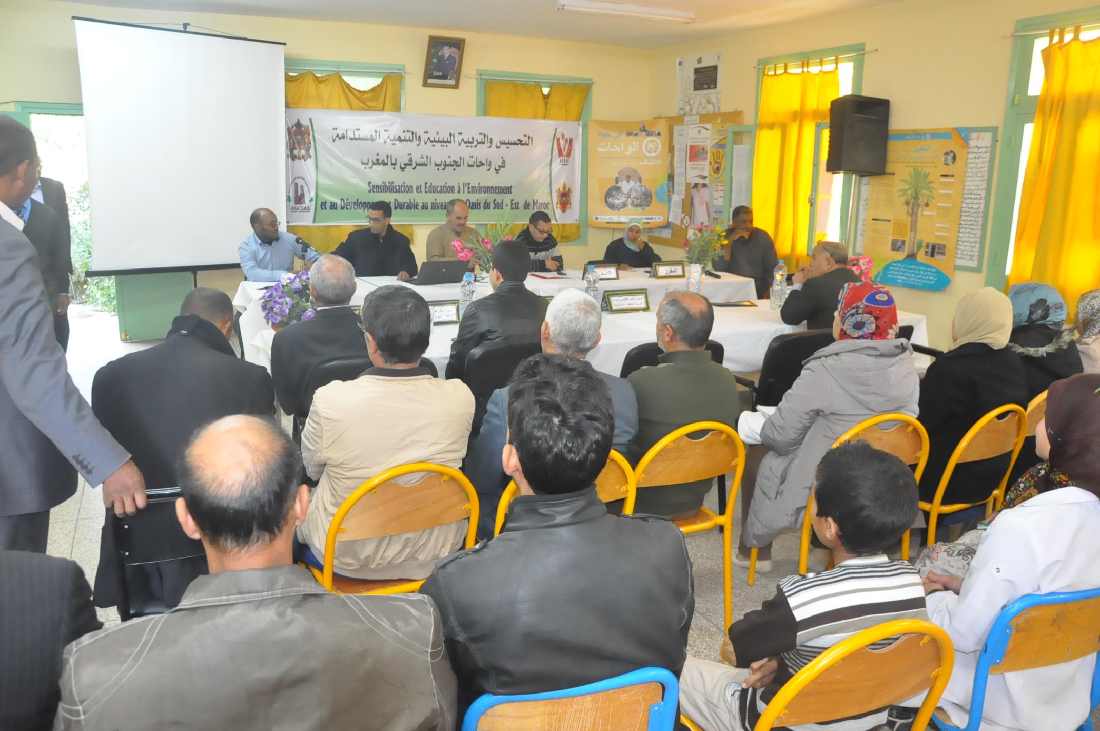 Sensibilisation et éducation à l'environnement et au développement durable dans les oasis du Sud-Est marocain »